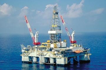 Photo of an offshore deepwater rig.