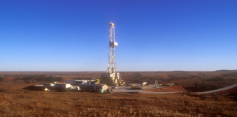 Photo of a land rig.